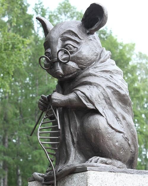 Пямятник Лабораторной Мыши