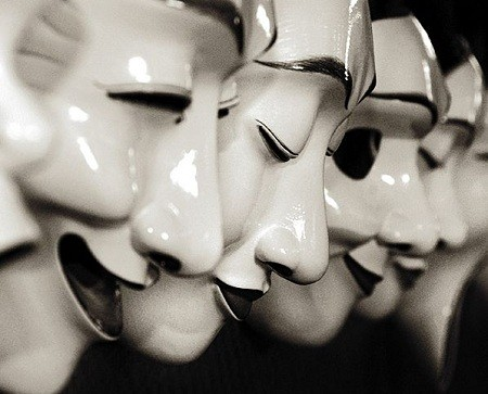 маски актер